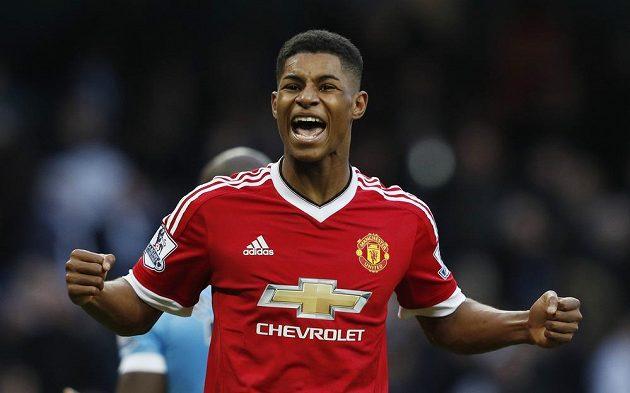 Útočník Manchesteru United Marcus Rashford slaví vítězství nad City.