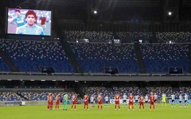 Fotbalisté Neapole a AS Řím se poklonili památce Diega Maradony