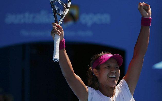 Číňanka Li Na se raduje z postupu do finále na Australian Open.