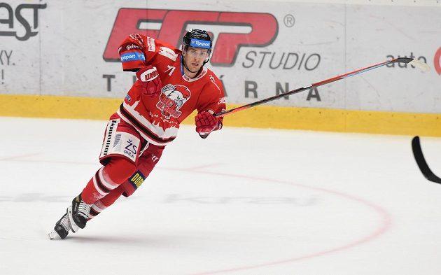 Olomoucký hokejista Lukáš Kucsera v akci.