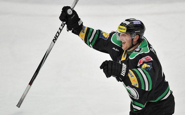 Lukáš Pabiška z Boleslavi se raduje z druhého gólu v síti pražské Slavie.