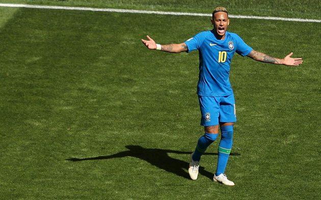 Brazilec Neymar během utkání s Kostarikou.