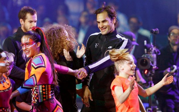 Oba tenisté po zápase zavítali mezi děti.