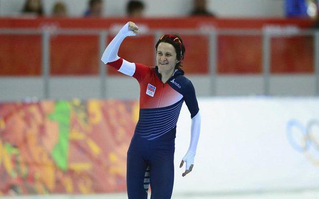 Rychlobruslařka Martina Sáblíková se raduje po dojezdu na trati 3000 metrů v Soči.