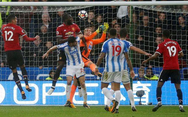 Kanonýr Manchesteru United Romelu Lukaku se na hřišti Huddersfieldu snažil, ale porážce nezabránil.
