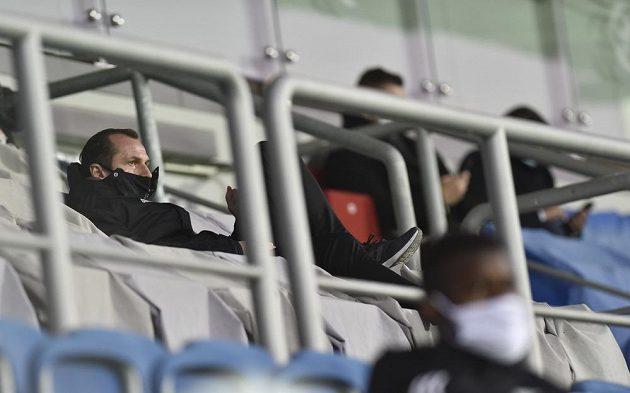 Potrestaný trenér Olomouce Radoslav Látal sleduje zápas se Slováckem v hledišti.