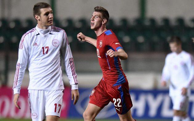 Ladislav Takács oslavuje vyrovnávací gól na 2:2 v utkání s Dánskem.
