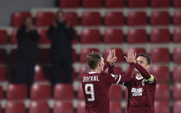 Fotbalisté Sparty Praha Bořek Dočkal a David Lafata oslavují gól proti Českým Budějovicím.
