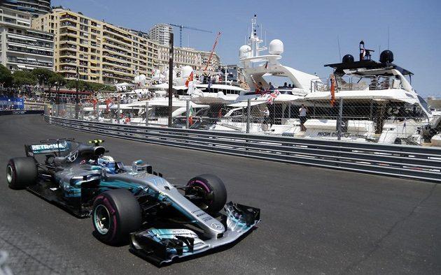 Valtteri Bottas s mercedesem během Velké ceny Monaka.