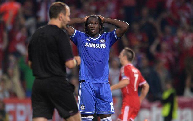Útočník Romelu Lukaku z Chelsea po neproměněné penaltě, která přisoudila Superpohár Bayernu Mnichov.