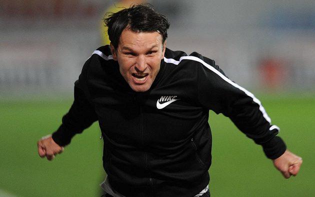 Jablonecký trenér Roman Skuhravý slaví vítězný gól proti Slavii.