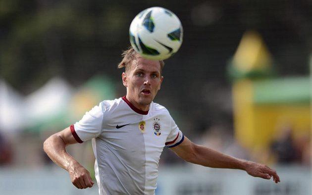 Obránce Sparty Ondřej Švejdík během finále Letního ligového poháru Prahy proti Loko Vltavín.