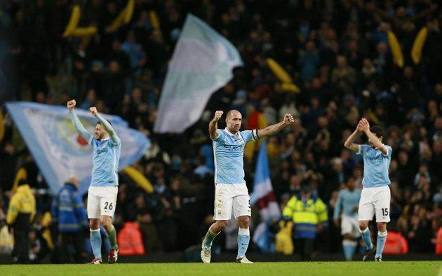 Fotbalisté Manchesteru City slaví