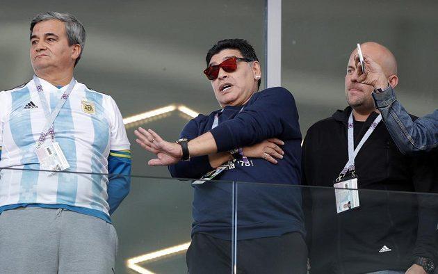 Utkání Argentiny s Islandem si nenechal ujít ani Diego Maradona.