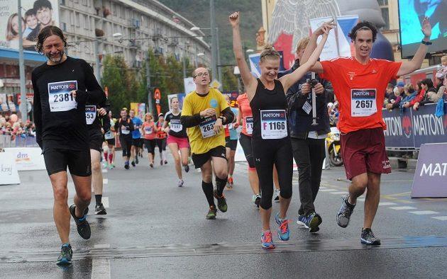 Mattoni 1/2Maraton Ústí nad Labem. Cíl, 21 kilometrů je v nohách.