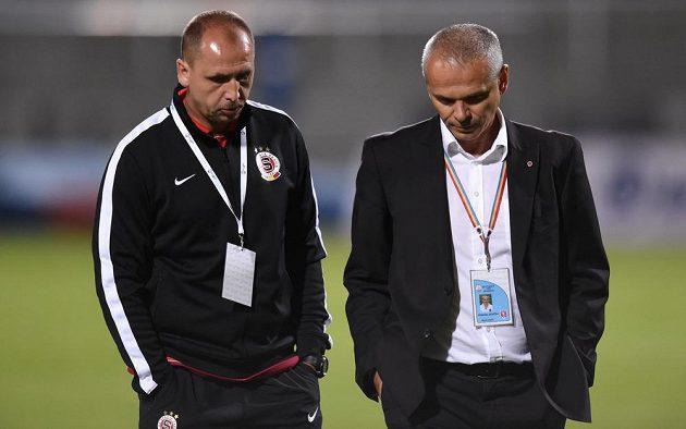 Trenéři Sparty Zdeněk Svoboda (vlevo) a Vítězslav Lavička po utkání 5. kola Synot ligy s Duklou.