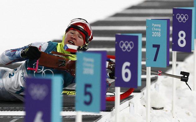Česká biatlonistka Veronika Vítková v ležce olympijského sprintu.