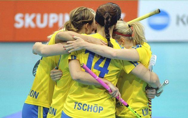 Radost švédských florbalistek, znovu hrají na MS o zlato.