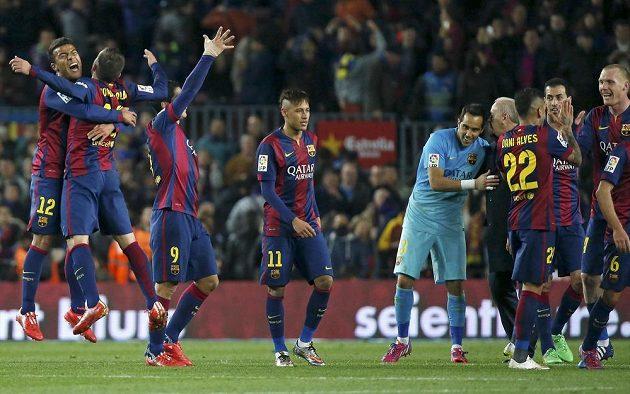 Barcelona slaví, po vítězství 2:1 v El Clásiku má v čele tabulky La Ligy čtyřbodový náskok nad Realem Madrid.