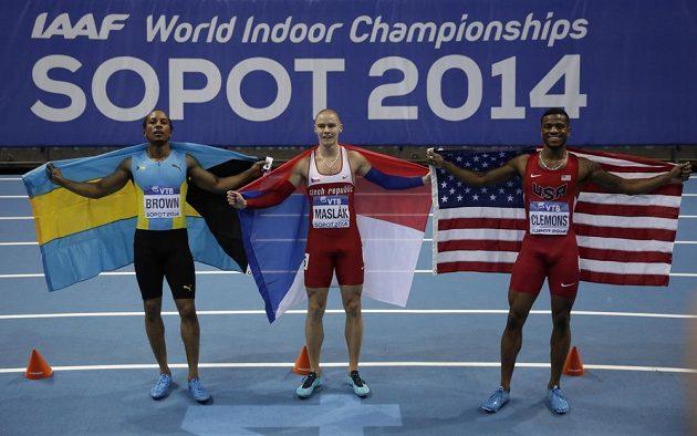 Zleva stříbrný v běhu na 400 metrů Chris Brown z Baham, halový mistr světa Pavel Maslák a bronzový Kyle Clemons ze Spojených států amerických.