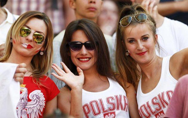 Polské fanynky během utkání s Ukrajinou.