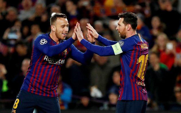 Barcelonská radost. Lionel Messi (vpravo) slaví další vstřelený gól.