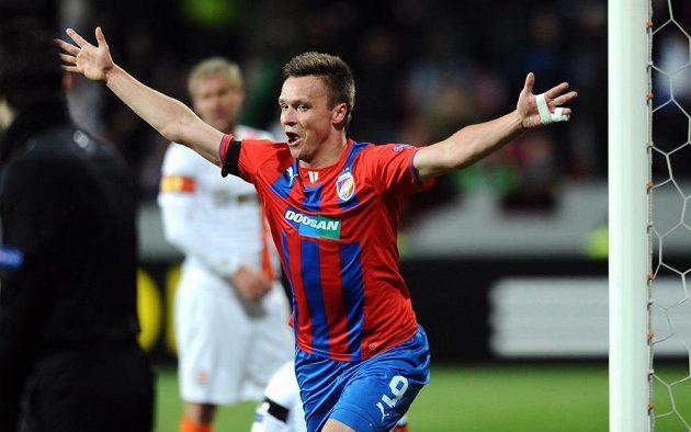 Útočník Viktorie Plzeň Stanislav Tecl slaví gól proti Šachtaru doněck.