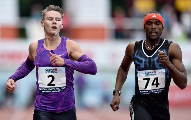 Český běžec Pavel Maslák (vlevo) a Williams Conrad během závodu na 400 m.