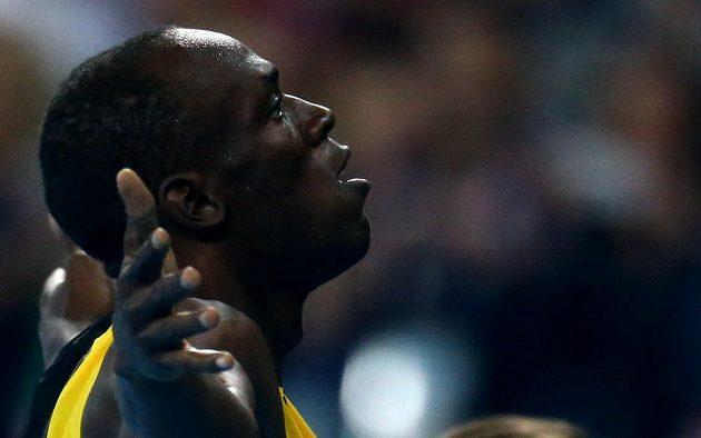 Jamajčan Usain Bolt zdraví fanoušky.