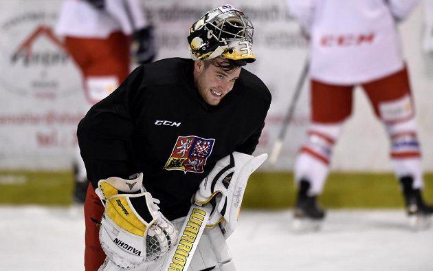 Brankář Pavel Francouz během tréninku české hokejové reprezentace.