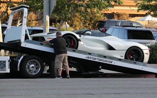 Ferrari Lewise Hamiltona už je naloženo.