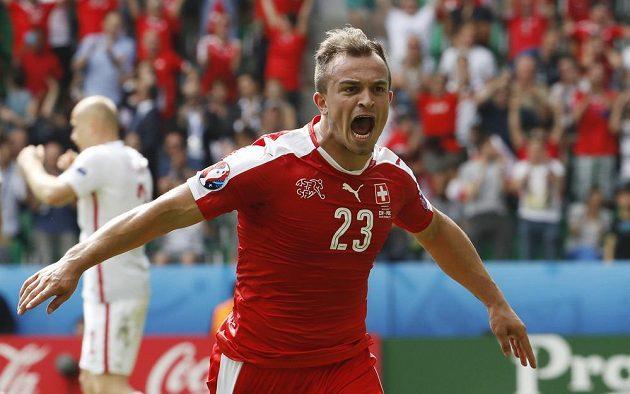 Švýcarský záložník Xherdan Shaqiri se raduje z vyrovnávacího gólu proti Polsku.