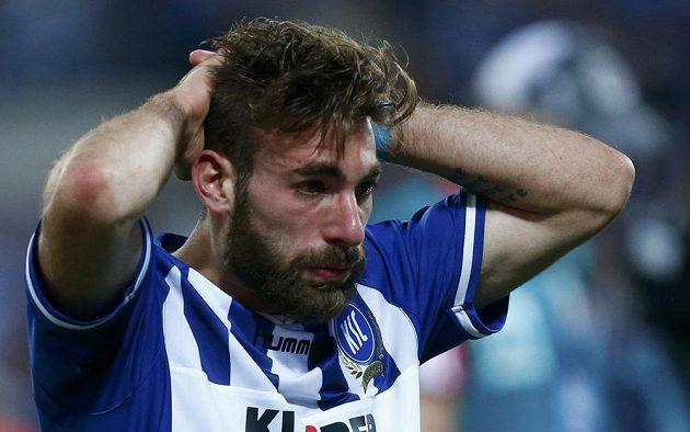 Smutný Enrico Valentini z Karlsruhe po odvetě baráže o bundesligu s HSV.