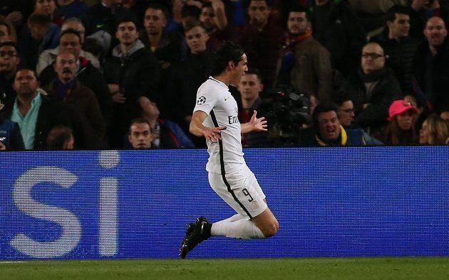 Útočník PSG Edinson Cavani gólem stíhací jízdu Barcelony jen přibrzdil
