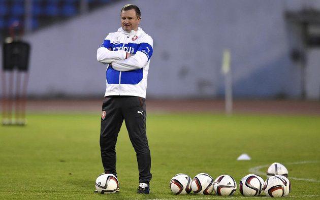 Kouč Pavel Vrba sleduje úterní trénink české fotbalové reprezentace.