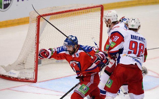 Michal Řepík ze Lva Praha oslavuje gól v semifinále KHL proti Jaroslavli.