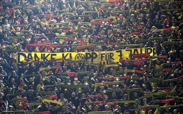 Děkujeme za těch sedm let... Fanoušci Borussie Dortmund uvítali svého někdejšího kouče Jürgena Kloppa.
