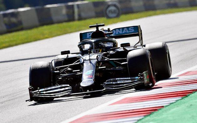 Britský pilot Lewis Hamilton v akci během Velké ceny Rakouska F1.