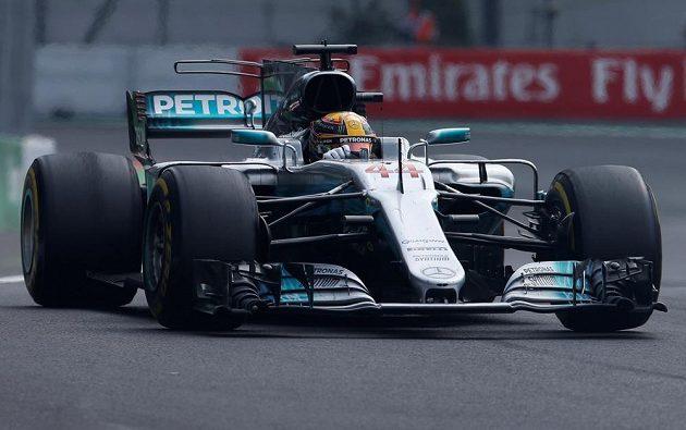 Lewis Hamilton si jede pro titul mistra světa...