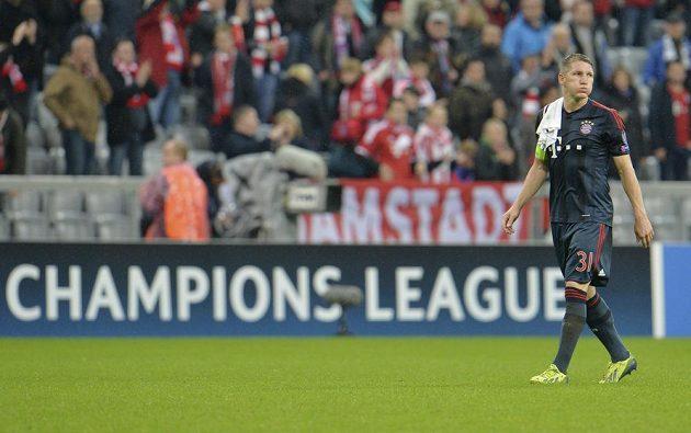 Opora Bayernu Mnichov Bastian Schweinsteiger opouští hrací plochu Allianz Areny po výhře 5:0 nad Plzní.