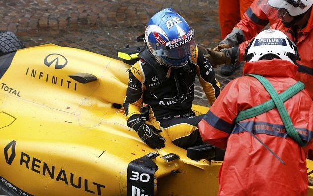 Pro Jolyona Palmera skončila Velká cena Monaka hned v úvodu.