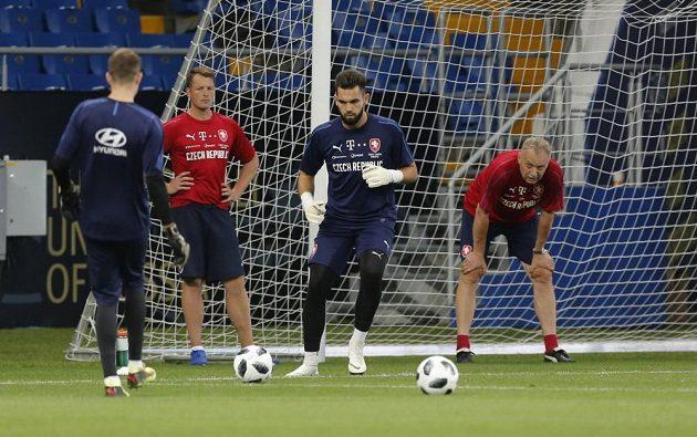 Tomáš Koubek se spoluhráči na tréninku