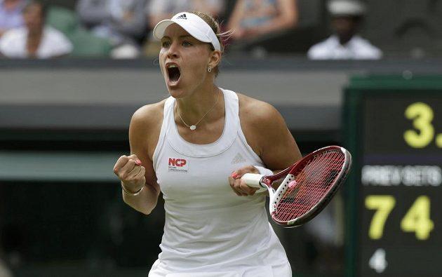 Německá tenistka Angelique Kerberová vyřadila ve Wimbledonu Rusku Marii Šarapovovou.