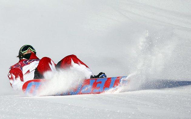 Bolestivá grimasa Kanaďana Charlese Reida, který dokončil semifinálovou jízdu slopestylu v nesportovní pozici.