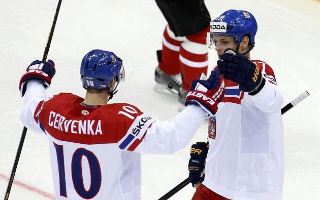 Roman Červenka slaví svůj gól proti Kanadě s Vladimírem Sobotkou.