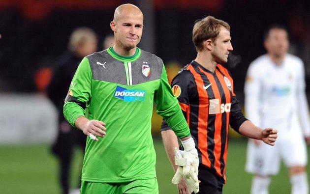 Plzeňský brankář Petr Bolek oslavuje výhru a postup přes Šachtar Doněck do osmifinále Evropské ligy.