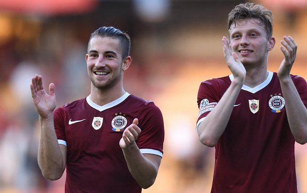 Fotbalisté Sparty Praha Lukáš Vácha (vlevo) a Ladislav Krejčí oslavují postup do finále Poháru České pošty.