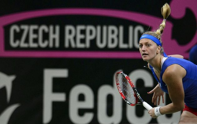 Momentka Petry Kvitové z úvodní dvouhry finále Fed Cupu proti Němkám.