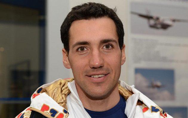 Běžec na lyžích Petr Novák před odletem do Soči na Zimní olympijské hry dne 30. ledna 2014 na kbelském letišti.