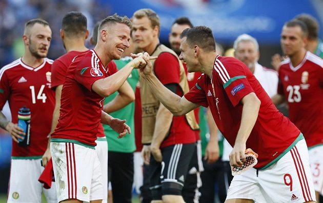 Dva nejlepší hráči Maďarska v utkání s Portugalskem - vlevo Balázs Dzsudzsák a s ním Adam Szalai.